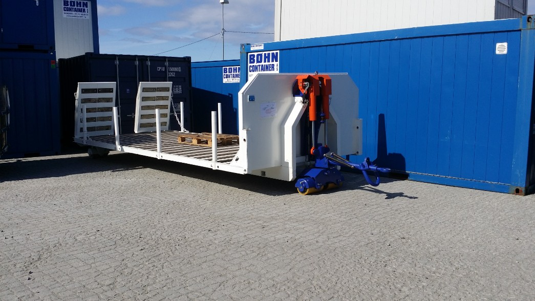 Moving hook lift containers